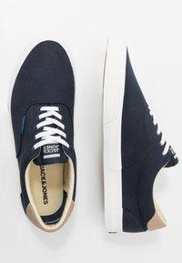 Jack & Jones - JFWMORK - Sneakersy niskie - navy blazer - 1