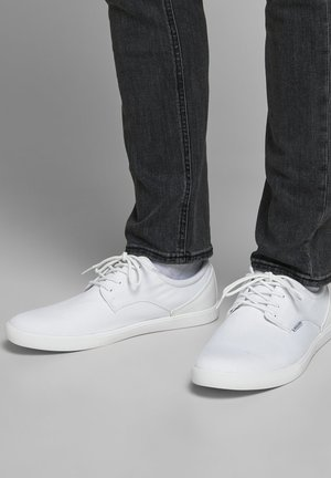 Trainers - bright white