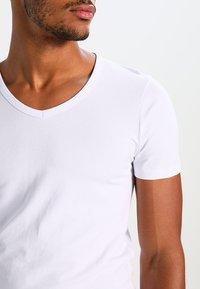 Jack & Jones - BASIC V-NECK  - T-shirt basique - opt white - 3