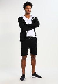 Jack & Jones - BASIC V-NECK  - T-shirt basique - opt white - 1
