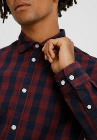 Jack & Jones - JJEGINGHAM - Hemd - port royale/mixed navy - 3
