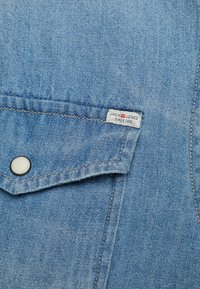 Jack & Jones - JJESHERIDAN SLIM - Košile - medium blue denim - 5