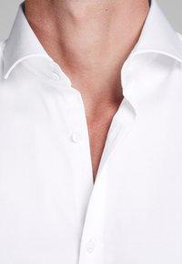 Jack & Jones - ELEGANTES - Zakelijk overhemd - white - 3