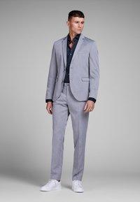 Jack & Jones - ELEGANTES - Zakelijk overhemd - navy blazer - 1
