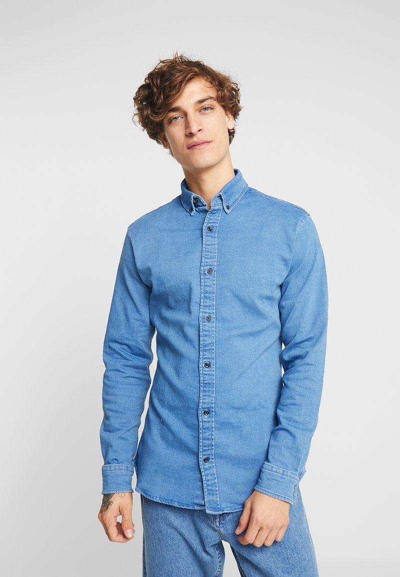 Jack & Jones - JJIGEORGE SUPER SLIM FIT - Skjorte - light blue denim