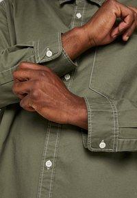 Jack & Jones - JORVICTOR - Skjorte - dusty olive - 5