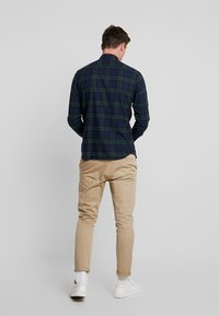 Jack & Jones - JJEWASHINGTON - Skjorta - olive night - 2
