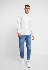 Jack & Jones - JORWIND SHIRT - Koszula - white/navy - 1