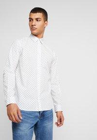 Jack & Jones - JORWIND SHIRT - Koszula - white/navy - 0