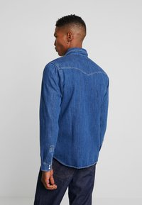 Jack & Jones - JJIJAMES JJSHIRT - Overhemd - blue denim - 2