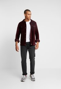 Jack & Jones - JORTOD REGULAR FIT - Vapaa-ajan kauluspaita - port royale - 1