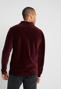 Jack & Jones - JORTOD REGULAR FIT - Vapaa-ajan kauluspaita - port royale - 2