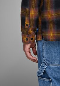 Jack & Jones - HOLZFÄLLER - Camisa - yellow - 3