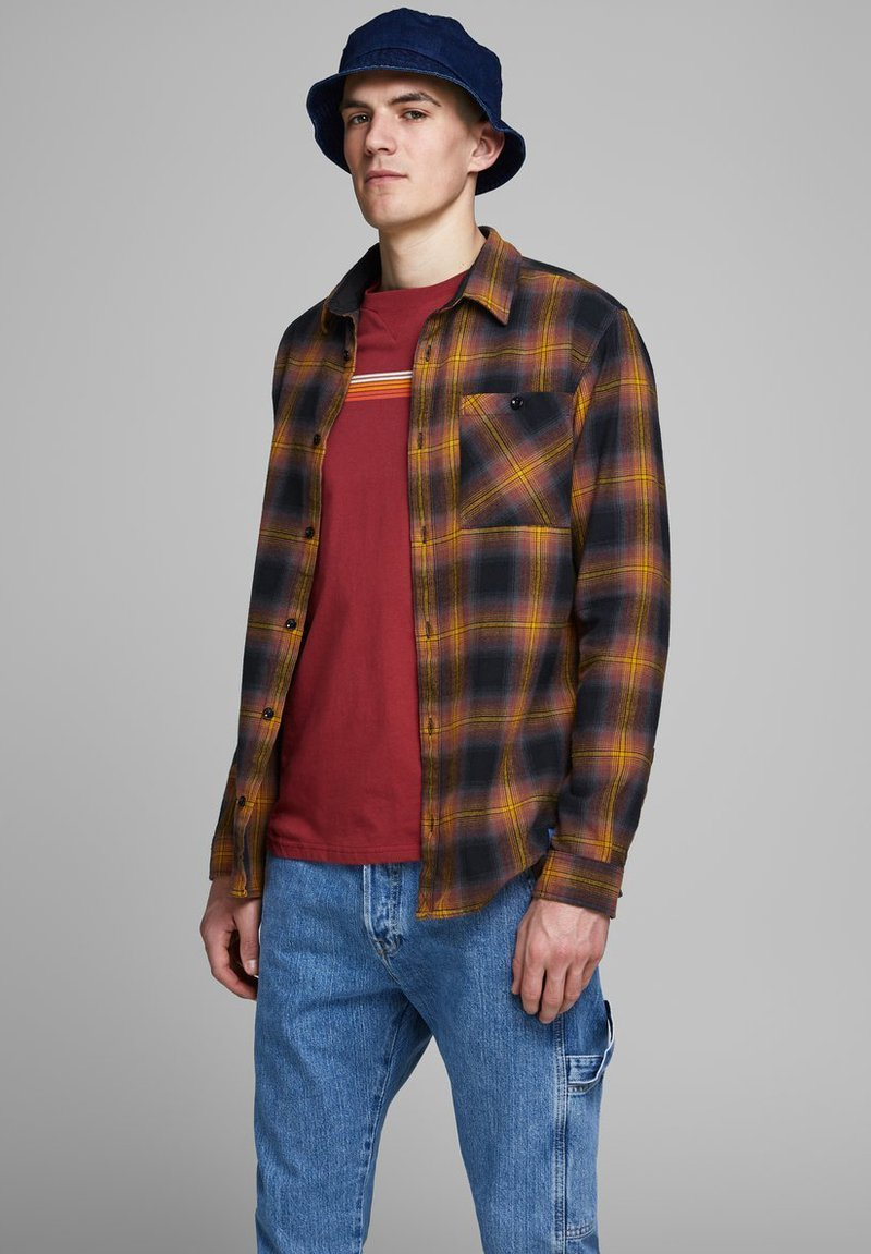 Jack & Jones - HOLZFÄLLER - Camisa - yellow