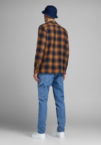 Jack & Jones - HOLZFÄLLER - Camisa - yellow - 2
