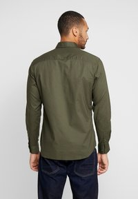 Jack & Jones - JCOGERALDTON SHIRT MIX SLIM FIT - Chemise - forest night