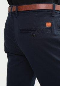 Jack & Jones - JJICODY JJSPENCER - Chino kalhoty - navy blazer - 4