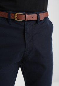 Jack & Jones - JJICODY JJSPENCER - Chino kalhoty - navy blazer - 3