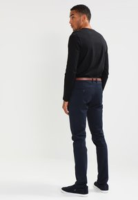 Jack & Jones - JJICODY JJSPENCER - Chino kalhoty - navy blazer - 2