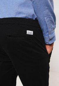 Jack & Jones - JJIVEGA JJLANE  - Spodnie materiałowe - black - 6