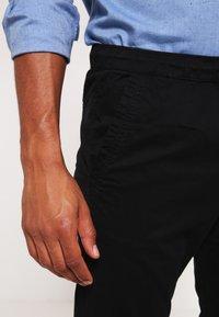 Jack & Jones - JJIVEGA JJLANE  - Spodnie materiałowe - black - 4