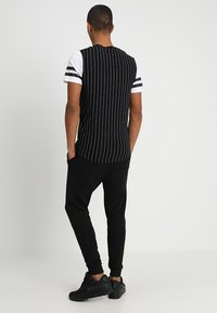 Jack & Jones - JEHOLMEN   - Verryttelyhousut - black - 2
