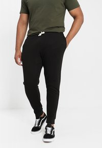 Jack & Jones - JJEHOLMEN PANTS PLUS - Verryttelyhousut - black - 0