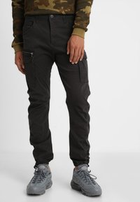 Jack & Jones - JJIDRAKE JJCHOP BLACK - Cargobukser - black - 0