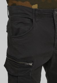 Jack & Jones - JJIDRAKE JJCHOP BLACK - Cargobukser - black - 5