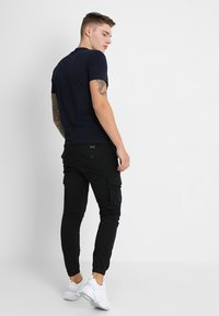 Jack & Jones - JJIPAUL JJFLAKE - Cargobroek - black - 2