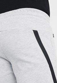 Jack & Jones - JJIWILL JJCLEAN PANTS - Träningsbyxor - light grey melange - 5