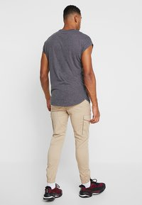 Jack & Jones - JJIPAUL JJFLAKE - Pantaloni cargo - white pepper - 2