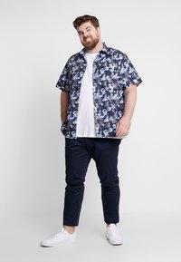 Jack & Jones - JJIMARCO JJBOWIE - Chino kalhoty - navy blazer - 1
