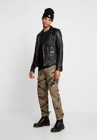 Jack & Jones - JJIACE CHARLIE CAMO - Cargobroek - olive night - 1