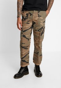 Jack & Jones - JJIACE CHARLIE CAMO - Cargobroek - olive night - 0