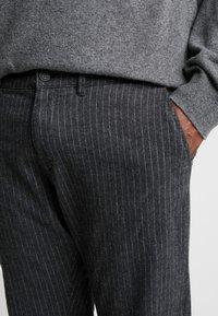 Jack & Jones - JJIMARCO JJCHARLES  - Spodnie materiałowe - dark grey - 5