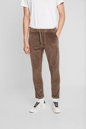JJIVEGA JJBONE - Trousers - walnut