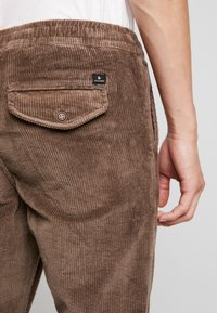 Jack & Jones - JJIVEGA JJBONE - Trousers - walnut - 5