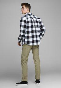 Royal Denim Division by Jack & Jones - MIKE  - Straight leg jeans - brown - 2