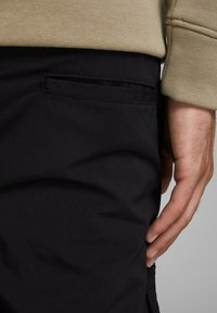 Jack & Jones - ACE ASSER PANT AKM - Cargobroek - black - 3