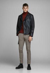 Jack & Jones - Pantalones chinos - brown stone - 1