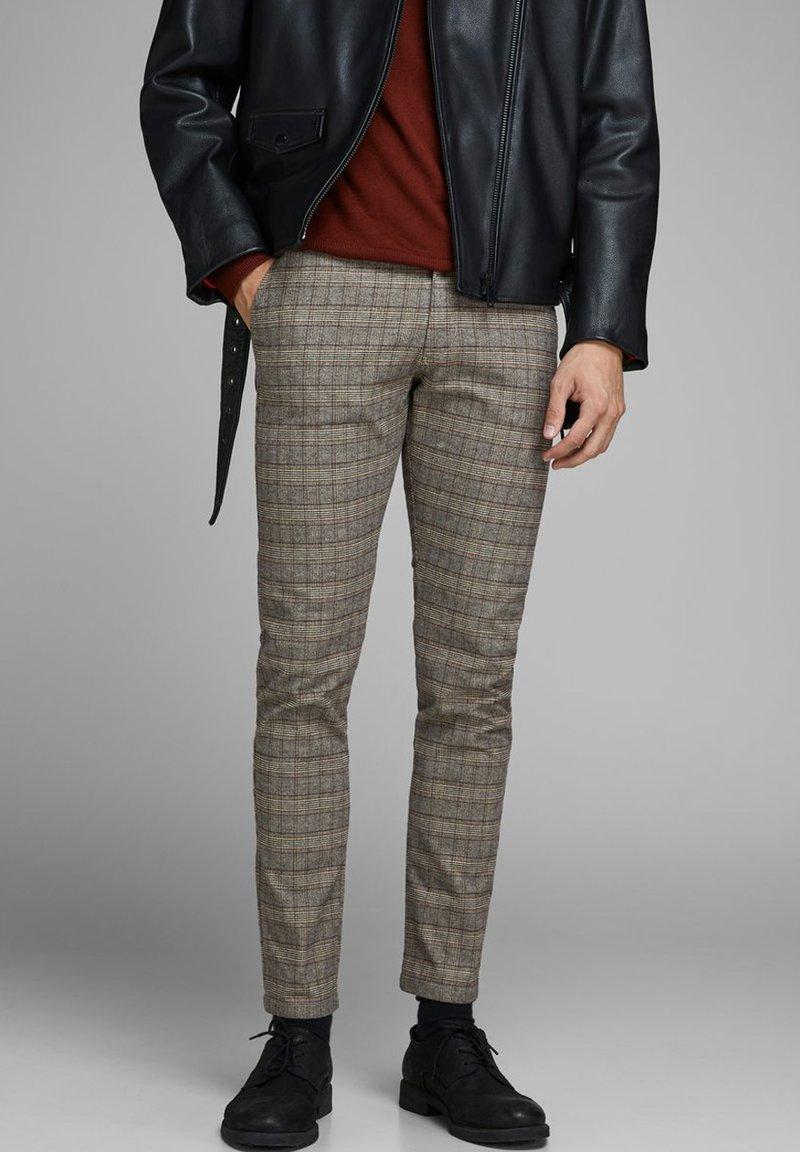 Jack & Jones - Pantalones chinos - brown stone