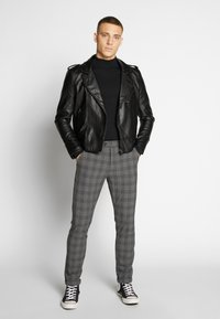 Jack & Jones - JJIMARCO JJCONNOR CHECK - Kalhoty - grey - 1