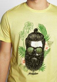 Jack & Jones - JORRICKY TEE CREW NECK - T-shirt print - flan - 4