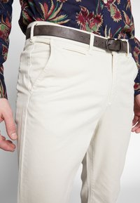 Jack & Jones - JJIROY JJJAMES SILVER - Chino kalhoty - silver birch - 5