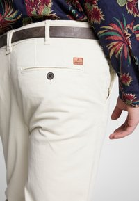 Jack & Jones - JJIROY JJJAMES SILVER - Chino kalhoty - silver birch - 3