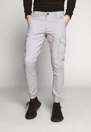 JJIPAUL JJFLAKE - Cargo trousers - drizzle