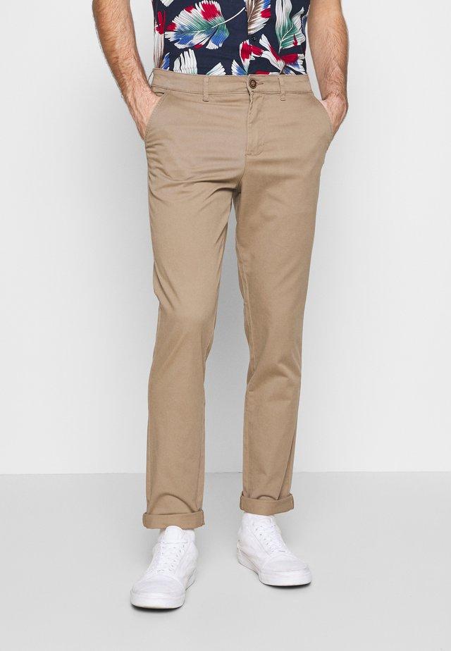 JJIMARCO JJDAVE 2 PACK - Chino - beige/navy blazer