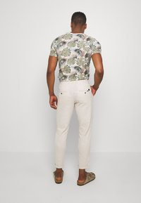 Jack & Jones - JJIACE JJLINEN  - Trousers - silver birch - 2