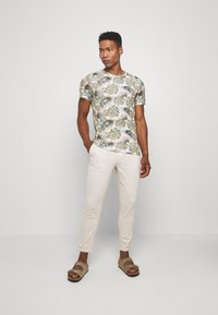 Jack & Jones - JJIACE JJLINEN  - Trousers - silver birch - 1